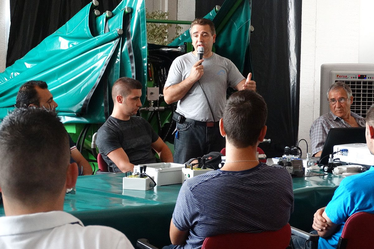 Pedro Antonio León realizando la presentación de la Jornada de formación de Recolectores